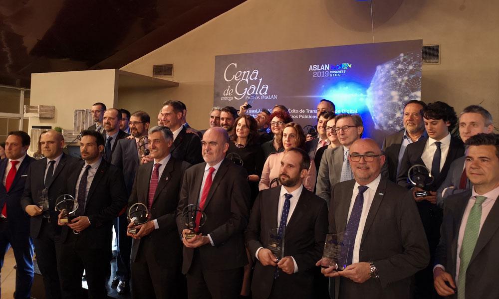 César Mejías, en el centro de la imagen, junto al resto de premiados por @asLAN.