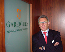 El equipo directivo lo dirige Aurelio López, vinculado al despacho de Málaga desde sus comienzos, y está formado por siete socios y trece asociados.