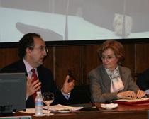 Jesús de la Morena, socio de Garrigues, y Ana Fresno, de la Dirección General de Calidad y Evaluación Ambiental del Ministerio, durante la jornada.