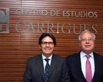 Miguel Gordillo, director del EMBA en Dirección de Organizaciones de Servicios Profesionales, y Ángel Bizcarrondo, director del Centro de Estudios