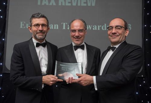 Ignacio Corbera, Fernando Castro Silva y Miguel C. Reis recogen el premio en Londres