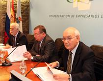 Ramón Bárcena (socio de Garrigues), Alexander I. Kuznetsov (embajador de Rusia en España) y Antonio Fontenla (presidente de CEG)