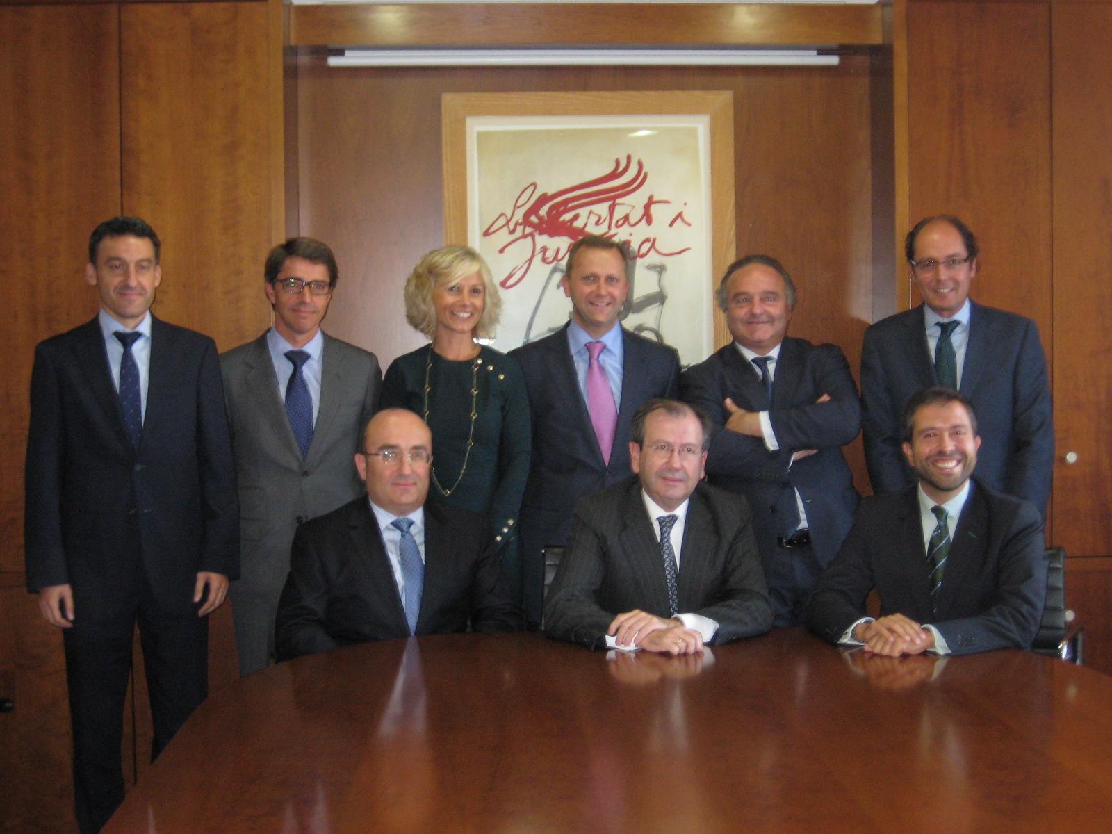 Fernando Vives, socio director de Garrigues, junto con los socios de la oficina de Oviedo