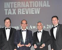Paulo Nuncio, Miguel Reis, Gonzalo Gallardo y Diego Rodríguez, socios de Garrigues, con el premio concedido por ITR