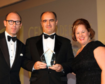 Javier Ybáñez, partner in charge of Garrigues' Corporate/Commercial Law practice area, yesterday night at The Marriot Hotel in London with the prize.
