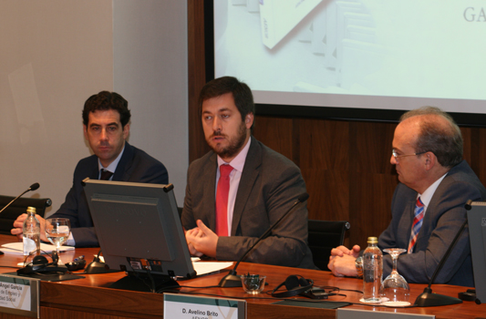 El director general del Trabajo Autónomo, Miguel Ángel García, en el centro de la imagen, durante la clausura de la presentación