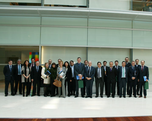 Los socios del Club Madrid 16 posan en la sede corporativa de Garrigues