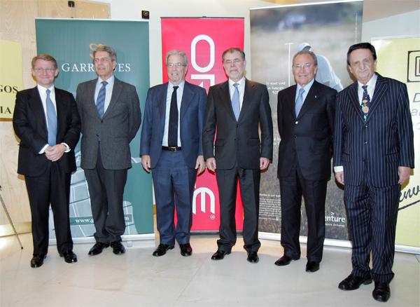 Antonio Garrigues y Mariano Fernández Bermejo, ministro de Justicia, junto a los presidentes de Accenture, Oracle y Club Diálogos por la Democracia.
