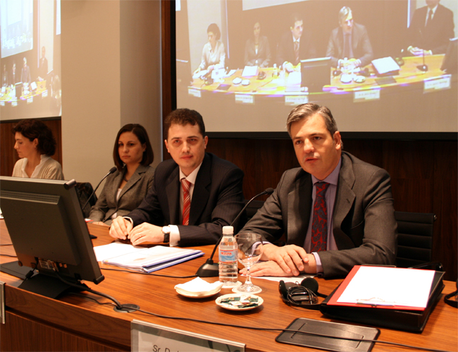 Jaime Fúster, responsable del despacho para Rumanía, junto a Grigore Ioan Popa, vicealcalde de Rumanía Maria Ligor, embajadora de Rumania en España