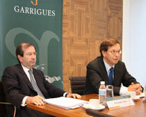 Fernando Vives and Ricardo Gómez-Barreda during the press conference in Garrigues` headquarter
