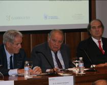 Antonio Garrigues, Enrique Iglesias, secreatario general iberoamericano, y José María Alonso durante la jornada