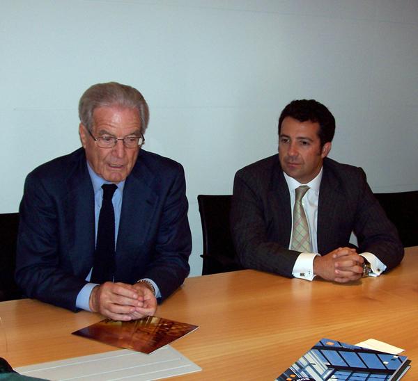 Antonio Garrigues y Antonio Viñuela durante el encuentro con los medios en las nuevas instalaciones de Garrigues en Canarias.