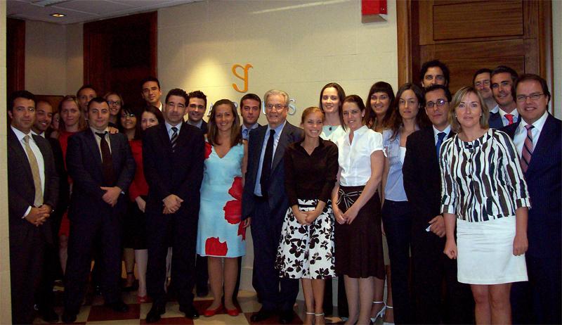 Antonio Garrigues con el grupo de profesionales que componen la oficina de la Firma en Santa Cruz de Tenerife.