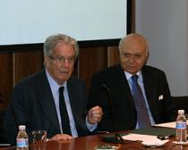 Antonio Garrigues presenta la jornada junto a Ender Arat, embajador de Turquía en España.