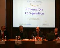 Pablo Olivera, socio de Garrigues Biotecnología, preside la mesa inaugural de la jornada Biomed celebrada en Madrid.