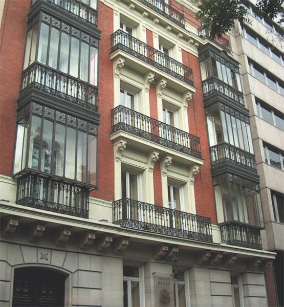 Fachada principal de la nueva sede del Centro de Estudios Garrigues en Madrid