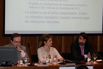 A la derecha Xavier Thibault, director general de Empleo, junto a Rosa Zarza y Federico Durán en el Foro Laboral Garrigues