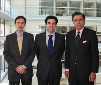 Ernesto Lluch and Antonio Baena, members of Garrigues, and Antonio Alonso Ureba, general secretary of Affinitas.