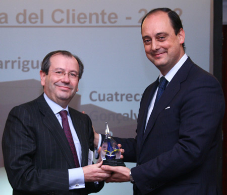 Fernando Vives, Garrigues's managing partner, picked up the award in the 'Client Trust' category