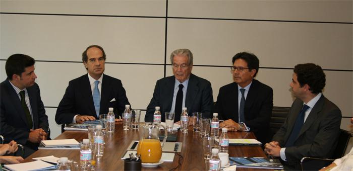 Antonio Garrigues, junto a José Mª Alonso y Miguel Gordillo durante la presentación