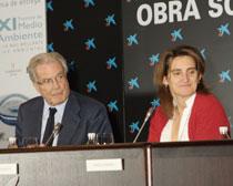 Antonio Garrigues y Teresa Ribera, secretaria de estado de Cambio Climático, durante el acto de entrega de los XI Premios de Medio Ambiente