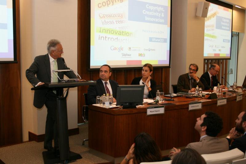 Imagen de la mesa redonda que ceró la I jornada del Foro Copyright, Creativity and Innovation